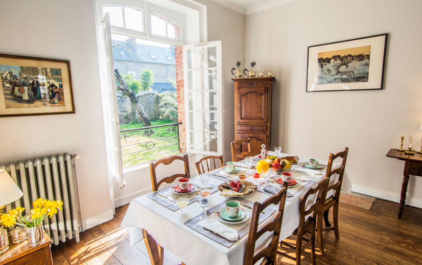 Salle à manger de la villa Athanaze à Saint-Malo